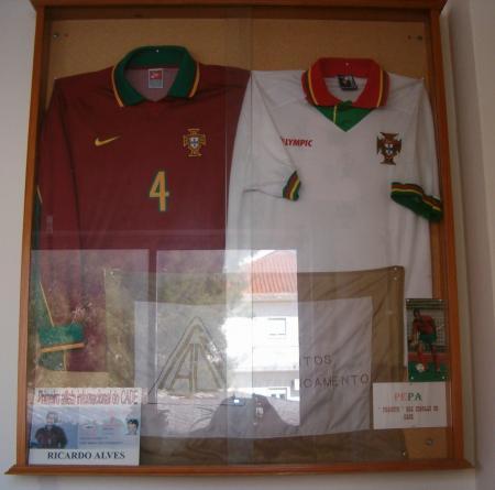 Camisolas da Seleção Nacional oferecidas por Ex-Atletas do CADE Ricardo Alves e PEPA